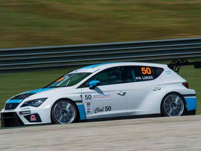 SEAT Leon Cup Racer 2016 1