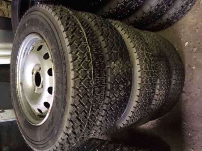 pneus clous neige pi ces et voitures de course vendre de rallye et de circuit. Black Bedroom Furniture Sets. Home Design Ideas