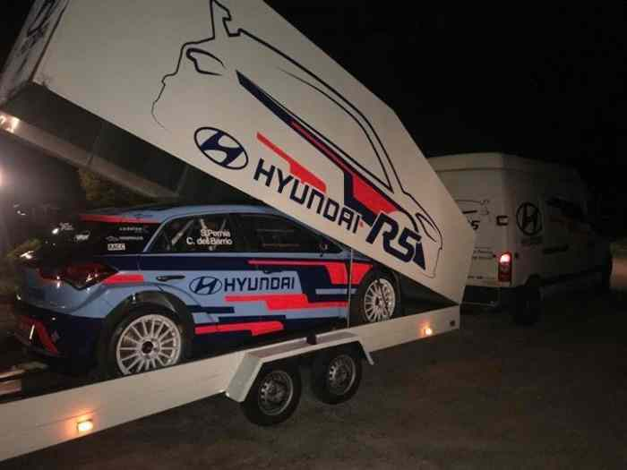 LOCATION I20 R5 FULL SPEC et BMW COMPACT MAXI F2000 1