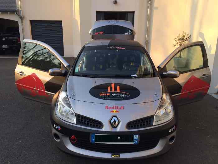 Clio rs F1 Team R27 avec carte grise