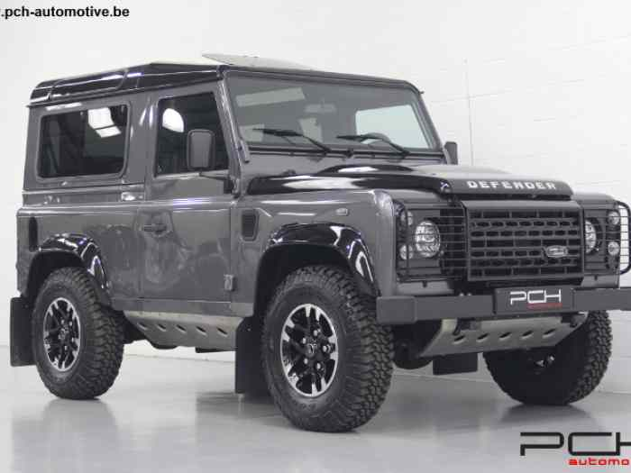 Land Rover Defender 90 TD4 SE Adventur...
